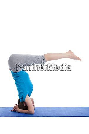 yoga junge schoene frau tun