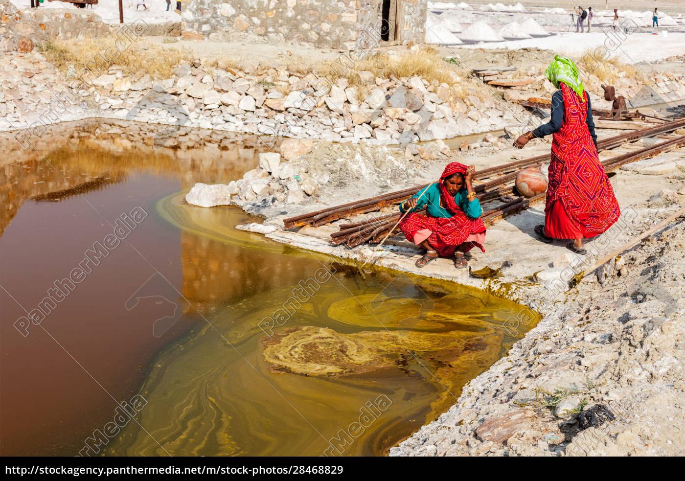 women, mining, salt, at, lake, sambhar, - 28468829