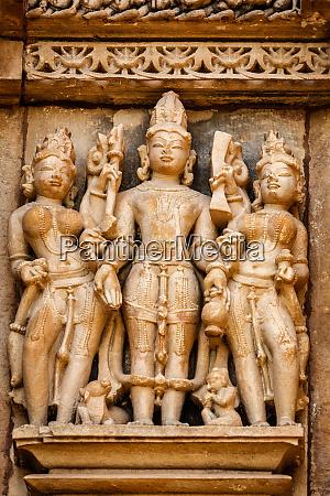 beruehmte skulpturen von khajuraho tempeln indien