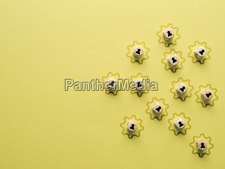 kleine holzbloecke mit charaktersymbolen und einer
