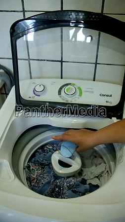 seife steht in waschmaschine