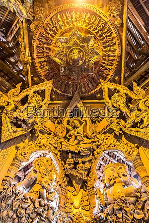 heiligtum der wahrheit in pattaya