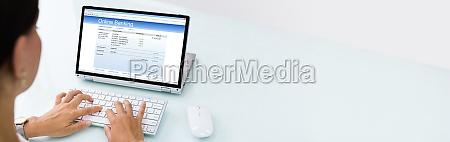 online banking auf laptop bildschirm