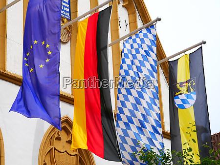 amberg bayern stadt rathaus fahnen banner
