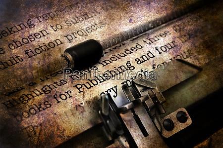 veroeffentlichungsbrief auf vintage schreibmaschine