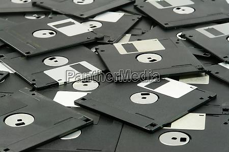 stapel von vintage diskettenlaufwerken