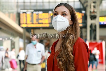 traveler woman wearing kn95 ffp2 face