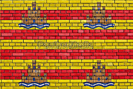 flagge von ibiza auf ziegelwand gemalt