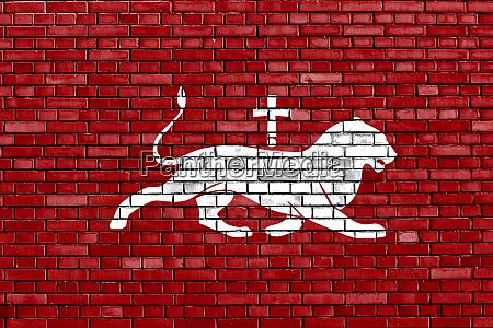 flagge von bagratid armenien auf ziegelwand