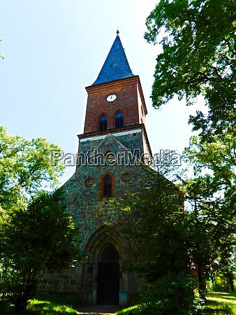 gotisches kirchengebaeude aus der zweiten haelfte