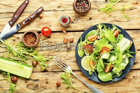 veganer gesunder saisonaler salat