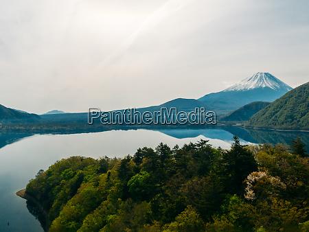 panoramablick auf den see saiko und