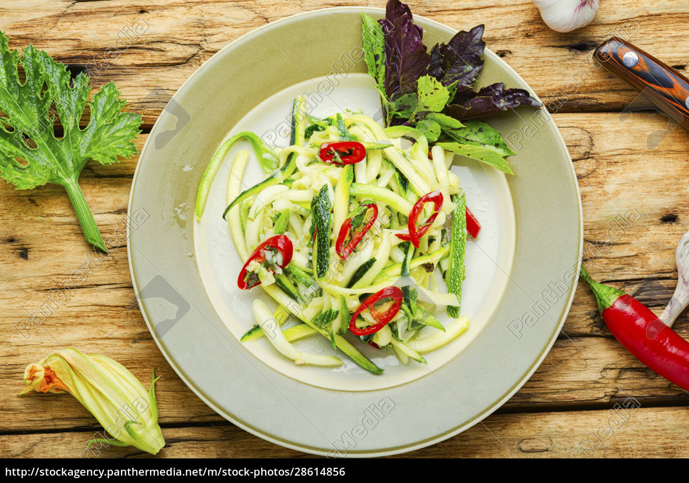 zucchini, gemüsesalat - 28614856