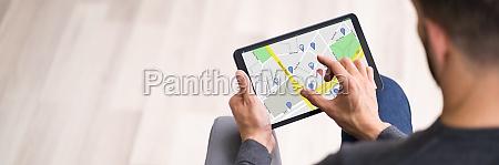 kartenstandortsuche auf dem tablet bildschirm