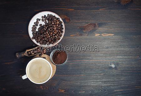 kaffee kaffeetasse kaffeebohnen hintergrund flachliegen retro