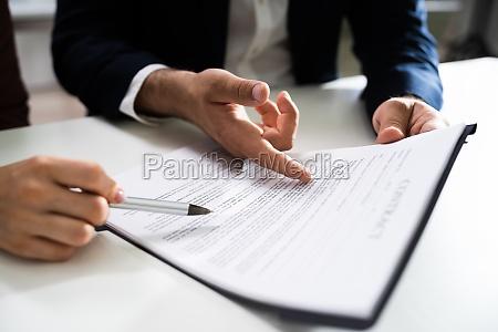 lawyer people review dokument vor der