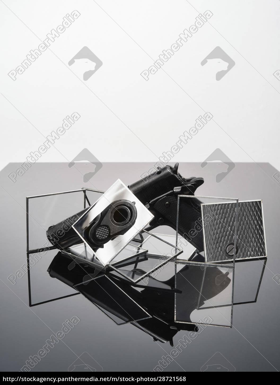 stillleben, abstrakt, von, pistole - 28721568