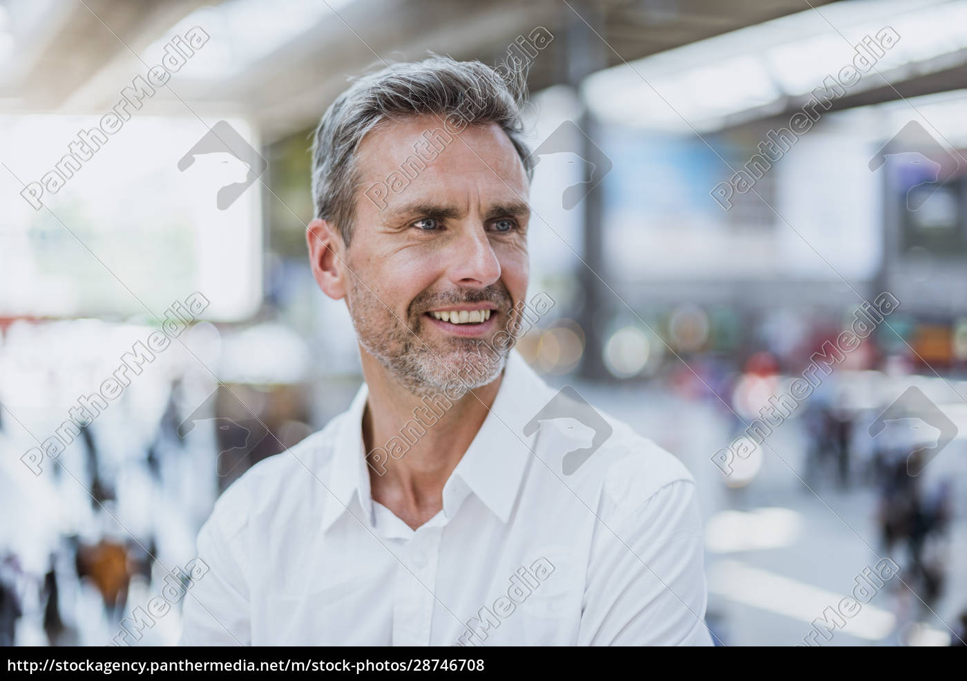 close-up, of, thoughtful, businessman, looking, away - 28746708