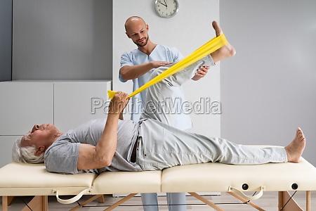 knieuebung therapie und behandlung