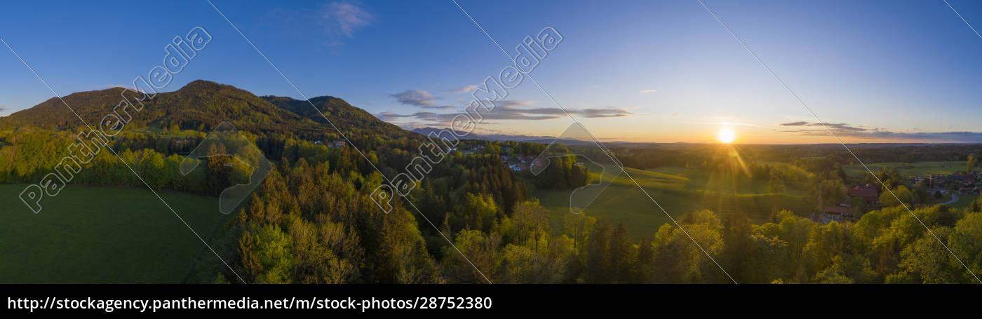 deutschland, bayern, bad, heilbrunn, drohnenansicht, der, grünen, landschaft, bei - 28752380
