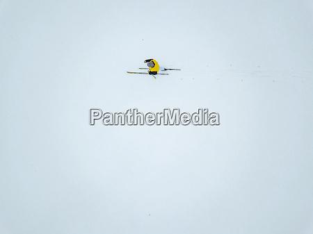 russland luftaufnahme der skifahrerin