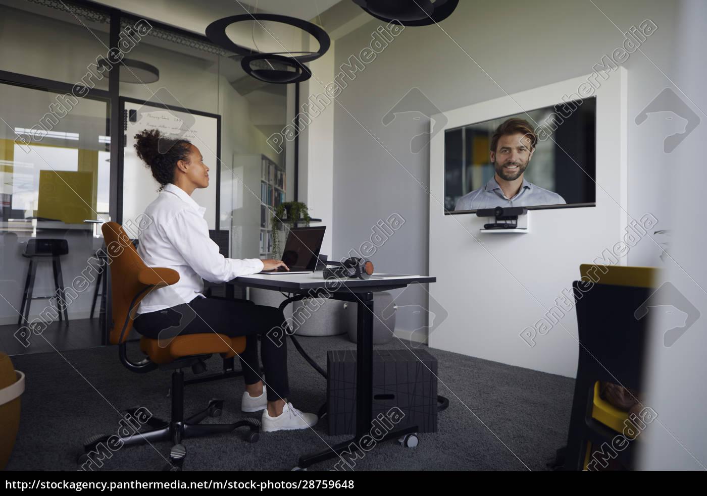 geschäftsleute, auf, videokonferenz - 28759648