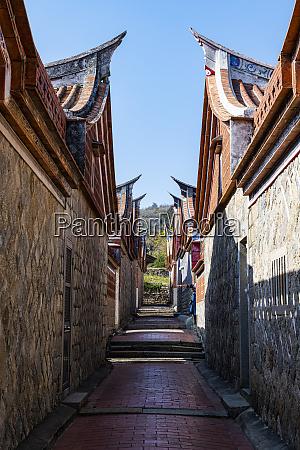 taiwan, kinmen, jinsha, allee, zwischen, traditionellen, häusern, im, kinmen - 28760818