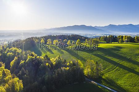 deutschland bayern buchberg drohnenansicht der gruenen