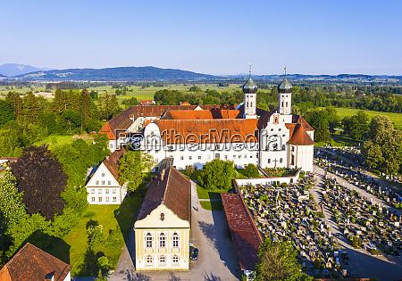 deutschland bayern drohnenansicht der bibliothek und
