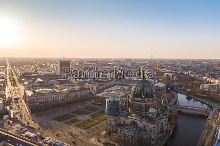 deutschland berlin luftaufnahme des berliner doms