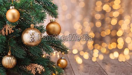 weihnachtsdekoration, mit, kugeln, und, weihnachtsbaum. - 28784755