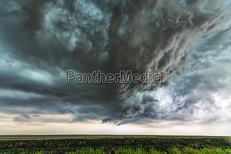 supercell gewitterwolken zeigen die kraft der