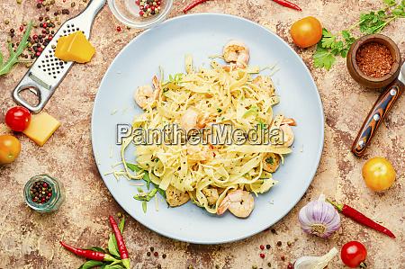fettuccine pasta mit garnelen