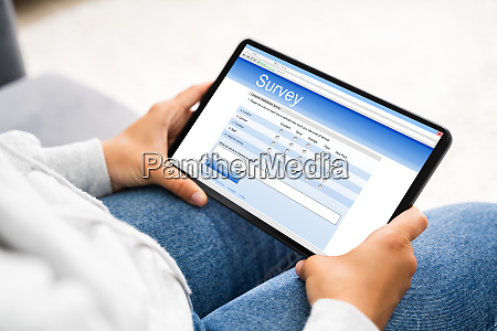 ausfuellen des online umfrageformulars