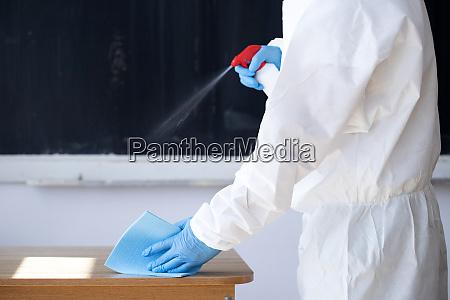 reinigungs und desinfektionsschulklasse zur vermeidung von
