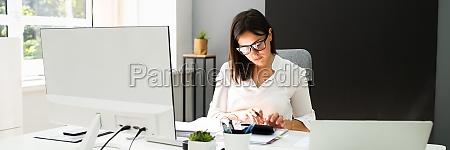 buchhaltung buchhalterin clerk frau bankberater