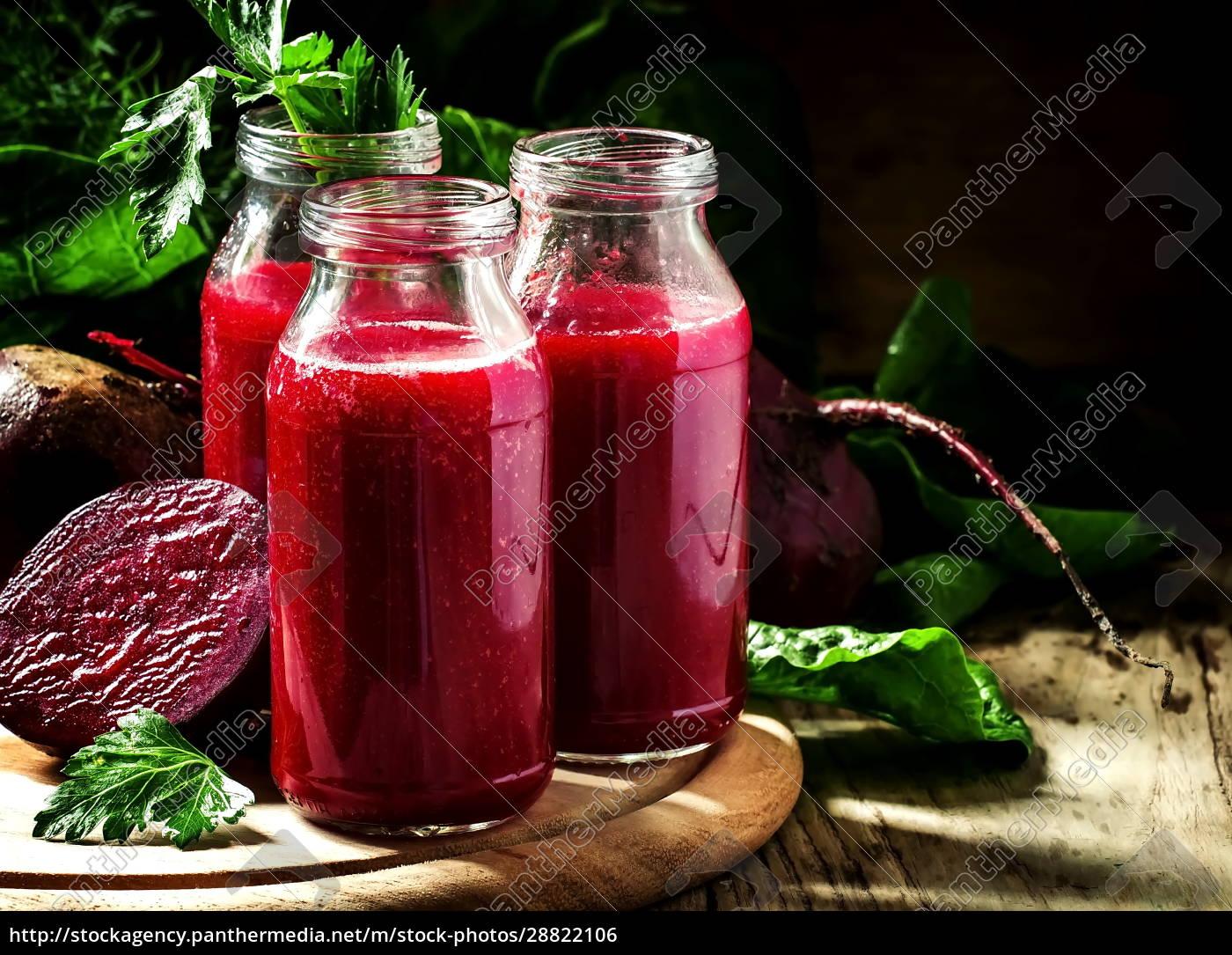 vitamin, rote, bete, smoothie, in, glasflaschen - 28822106