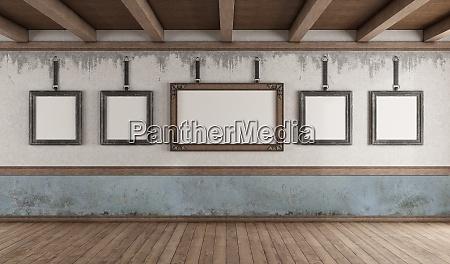 retro stil kunstgalerie mit leerem bilderrahmen