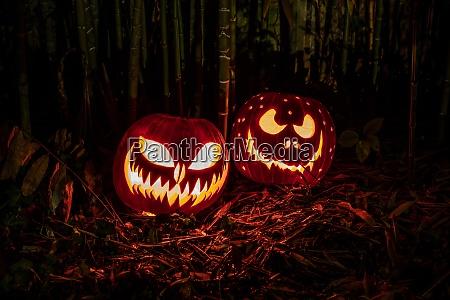 halloween kuerbisse laternen mit beaengstigend ausdruck