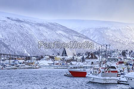 tromso kleiner bootshafen fjord bruecke arktis