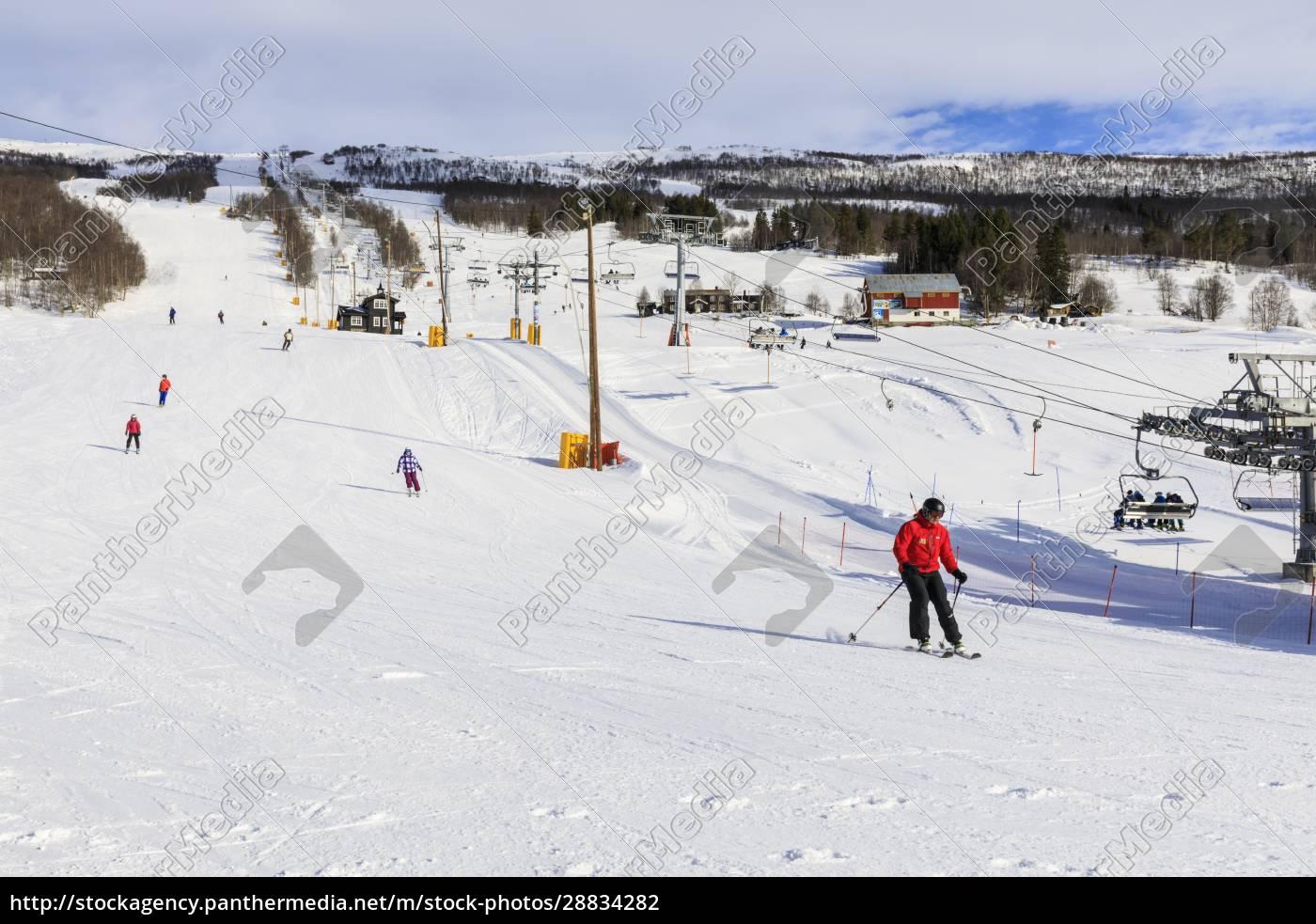 bjorli, village, skifahrer, piste, und, sessellift, frühschneeskigebiet, wintersonne, gudbrandsdalental, oppland, norwegen, skandinavien, europa - 28834282