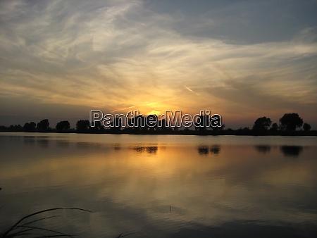 zeigt meereslandschaft naturlandschaft sonnenuntergang am strand