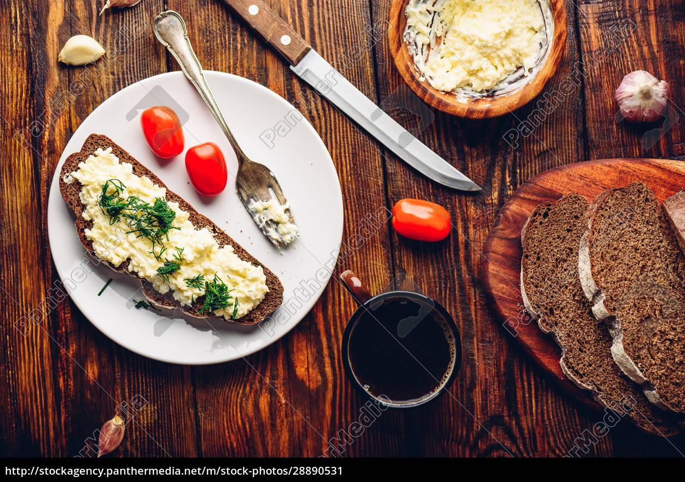 roggenbrot, toast, mit, verarbeitetem, käse, und - 28890531