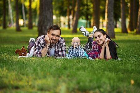 mutter vater und kleine baby freizeit