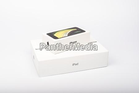 verpackung des neuen iphone se 2020