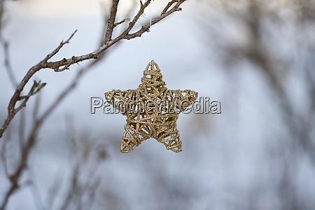 outdoor weihnachtsdekoration mit wicker star