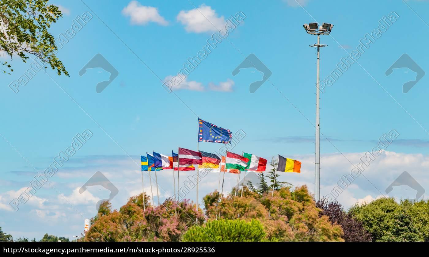 gruppe, europäischer, flaggen, die, in, der, luft - 28925536