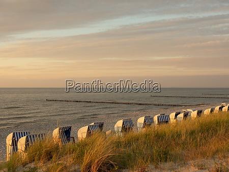 sonnenuntergang am strand von zingst