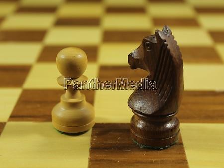 schönes, schachspiel, mit, verschiedenen, figuren, strategie - 28929966