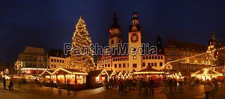 essen weihnachtsbaum rathaus architektur gebaeude zentrum